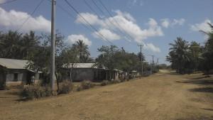 Stromkabel aber nur wenige Stunden Strom in der Woche - Timor Lestes Dörfer sehen aus wie in einer Zeitreise ins Mittelalter.